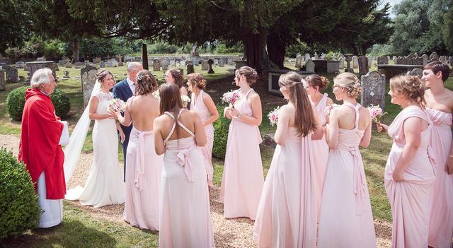 一场婚礼竟然来了28位伴娘 真相令人感动