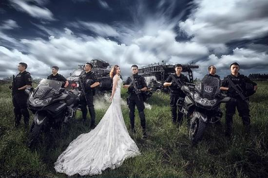 特警的婚纱照 简直帅的逆天