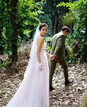 林间穿行 浪漫森系主题婚纱摄影